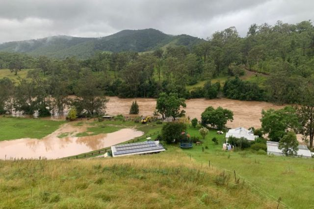 Sungai Ellenborough, Hastings Valley, New South Wales juga meluap.