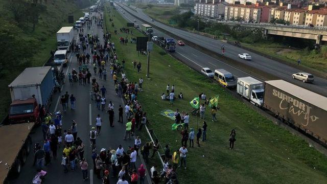 Greve dos caminhoneiros na via Anchieta, Grande SP, neste domingo