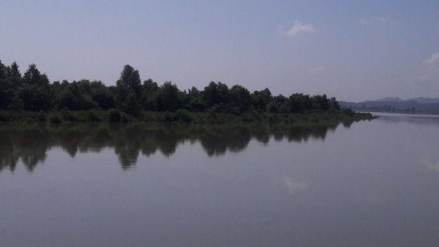 নাফ নদী দিয়ে বাংলাদেশে-বার্মা সীমান্তের একটি অংশ নির্ধারিত।