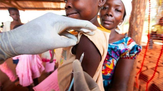 Demokratik Kongo Cumhuriyeti'nde kızamık salgınına karşı yürütülen mücadele sırasında milyonlarca çocuk aşılandı