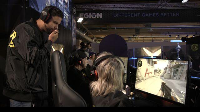 Tommy Ingemarsson dando instrucciones en la competencia.
