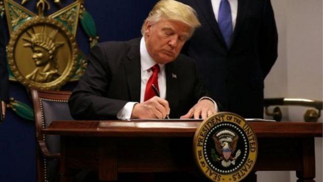 وعد ترامب بفرض قيود على دخول الولايات المتحدة أمام مواطني عدد من البلدان ذات الأغلبية المسلمة