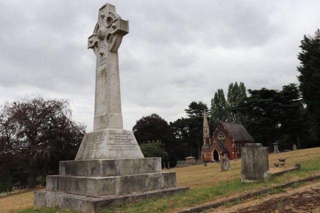 伍利奇公墓