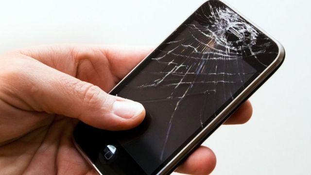 Iphone com a tela quebrada