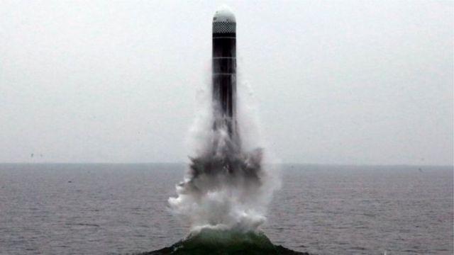 အဲဒီဒုံးကျည်ကို မြောက်ကိုရီးယားရဲ့ ပြုံယမ်းတောင်ပိုင်းကနေ ပစ်လွှတ်တာလို့ ဆိုးလ်မြို့တော် ပူးပေါင်းရေးအဖွဲ့ရဲ့ အရာရှိက ပြောပါတယ်။