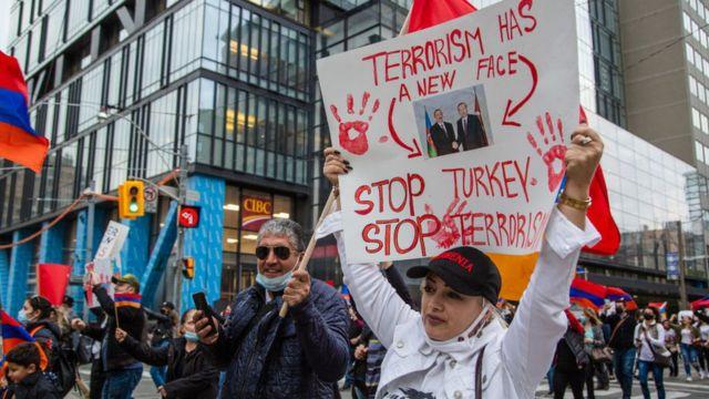 Kanada'nın başkenti Toronto'da binlerce Ermeni Türkiye ve Azerbaycan'ı protesto etti