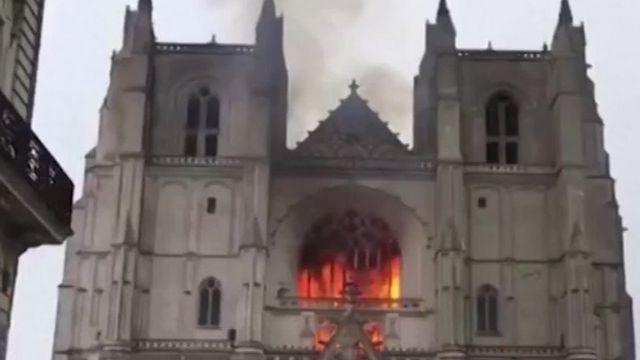 Katedrali ya Nantes yibasiwe n'umuriro kuwa gatandatu