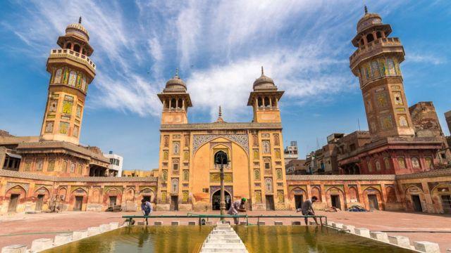 Wazir Khan Mosque by Moiz Ismaili