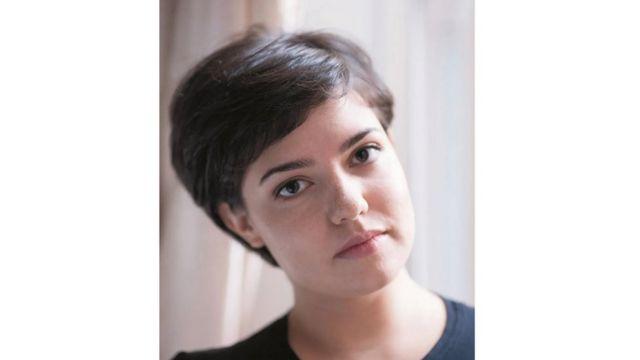 الكاتبة ستيفاني سكوت