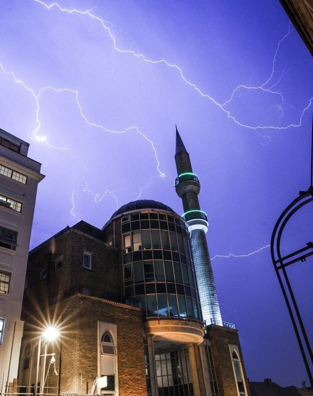 Andrew Lanxon Hoyle/@Batteryhq of lightning over the the Suleymaniye Mosque in Dalston, east London