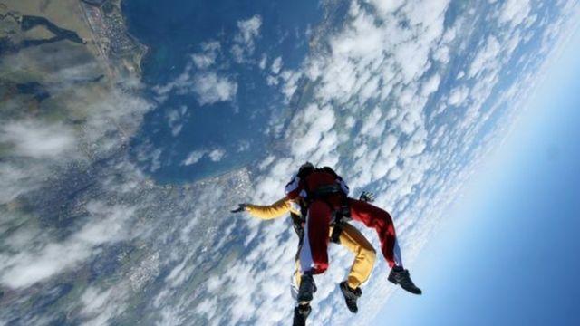 السباحة في السماء