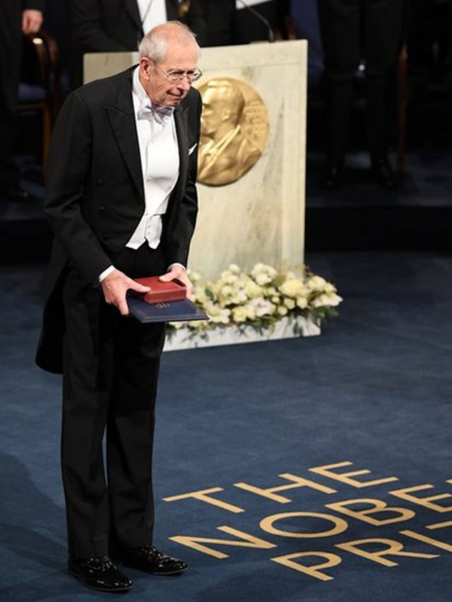 James Peebles al recibir el Nobel