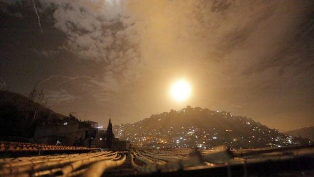Израиль нанес удары по иранским объектам в Сирии. Есть жертвы - BBC News  Русская служба