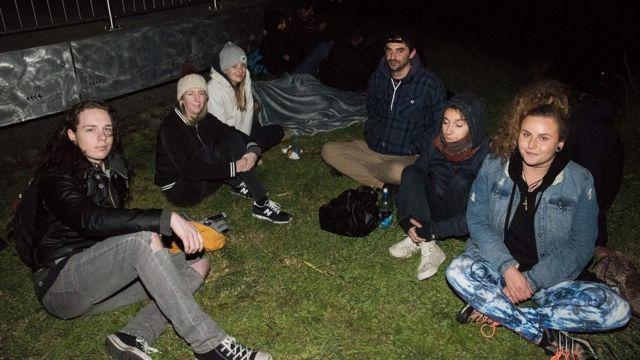 ウェリントンで最も高いビクトリア山の上で夜を過ごす住民たち