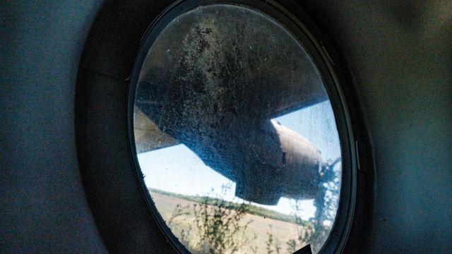 Janela interna de um dos aviões do Campo de Mayo