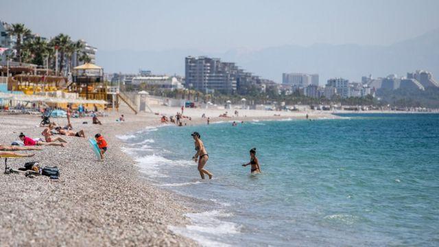 Tam kapanma döneminde turistlere tanınan muafiyet, kademeli normalleşme döneminde de sürecek.