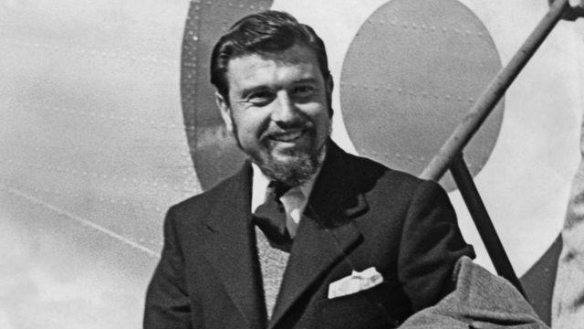 В начале 1950-х Джордж Блейк был захвачен Северной Кореей. На этом фото он после освобождения прибывает в Великобританию