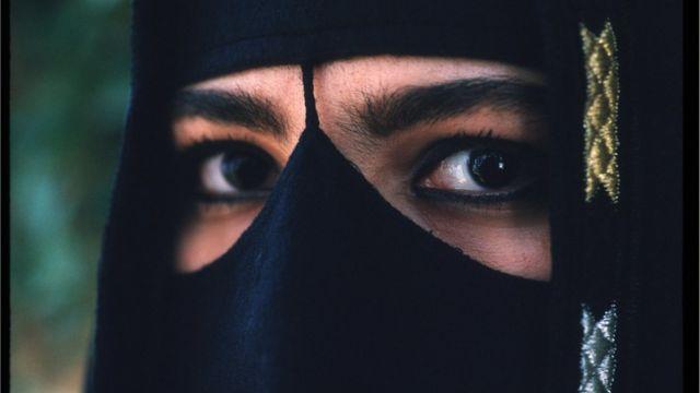 সৌদি নারীর জীবন এখনো কঠোর ধর্মীয় অনুশাসনের বেড়াজালে বন্দী