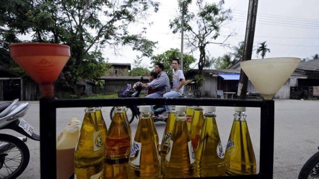 Botellas con gasolina en las calles de Tailandia.