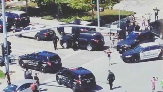 Поліція біля будівлі YouTube
