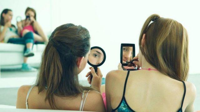 自分の外見に自信をもてない女子が英国で増えているという
