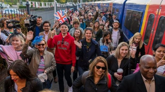 Royal fans arrive at train station