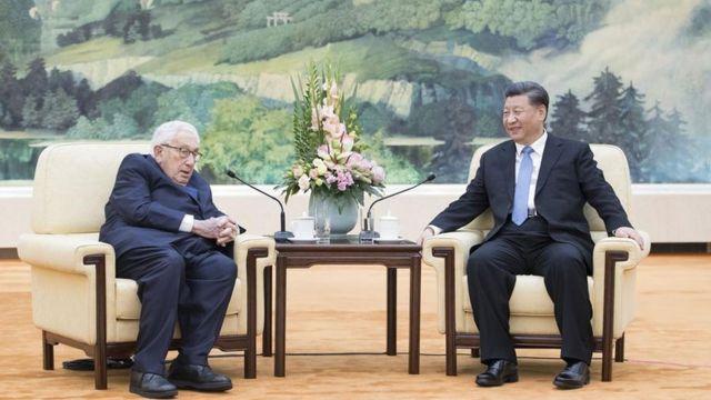 2019年中国领导人习近平在人民大会堂会见美国前国务卿基辛格。基辛格是1970年代初中美关系缓和政策的主要设计者(photo:BBC)
