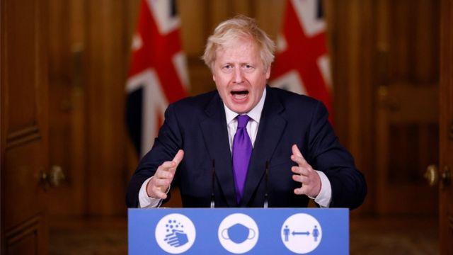 Борис Джонсон во время пресс-конференции в среду