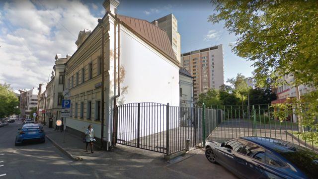 Двухэтажное здание в Докучаевом переулке