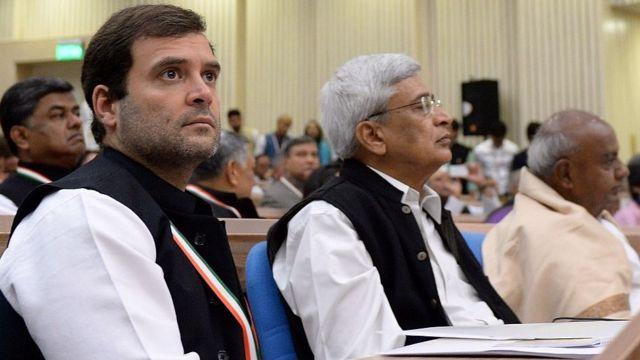 राहुल गांधी- प्रकाश करात