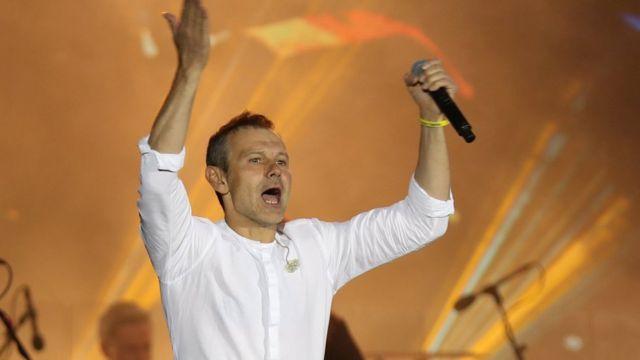 Ukraine President Volodymyr Zelensky seeks power boost with snap election