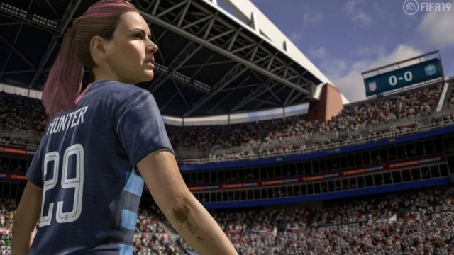 Jogadora de futebol no estádio