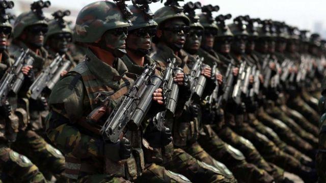 عرض عسكري ضخم نظمته السبت كوريا الشمالية