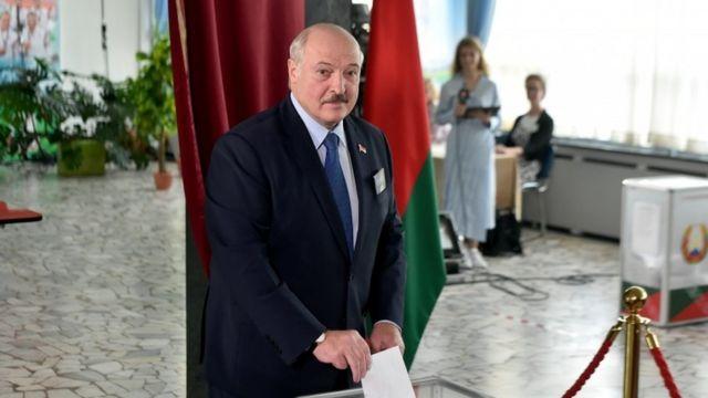 Devlet Başkanı Aleksandr Lukaşenko oyunu kullandı