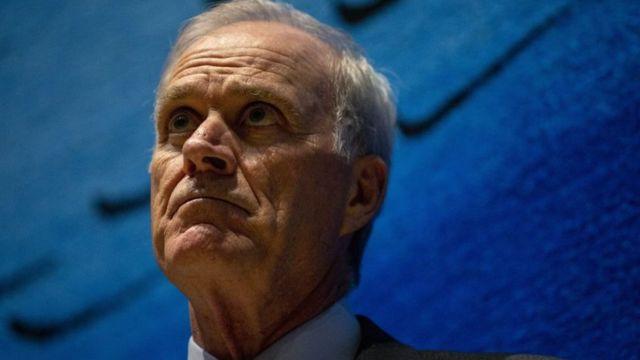 ریچارد اسپنسر، وزیر نیروی دریایی به خاطر تنزل درجه آقای گالاگر و اختلاف نظر با دونالد ترامپ از کار برکنار شد