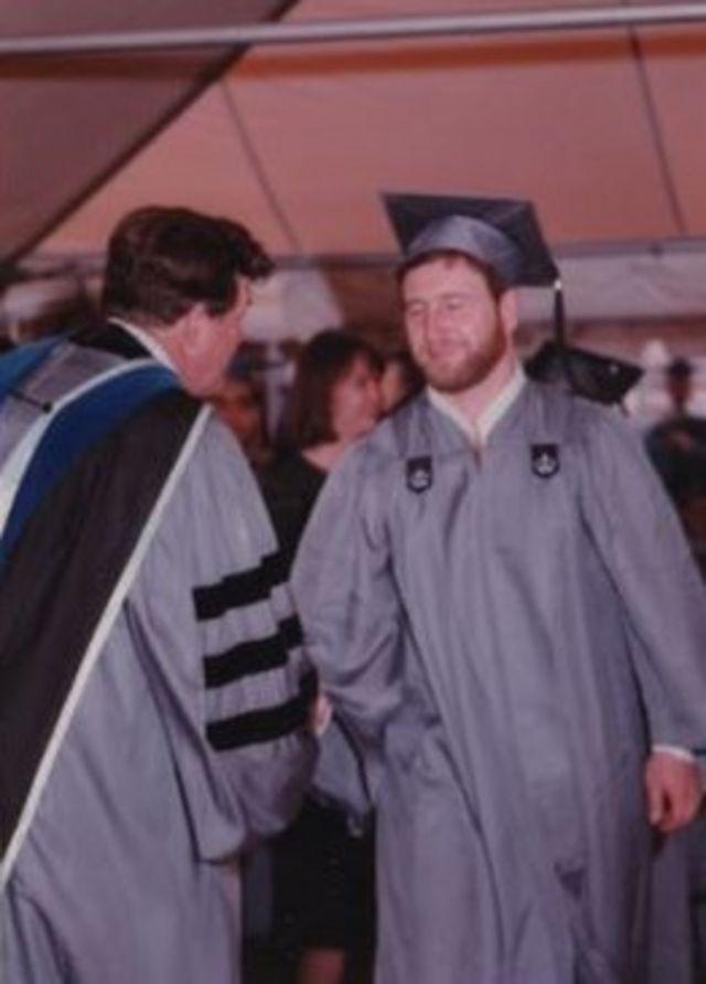 На церемонии получения степени магистра международных финансов в Колумбийском университете