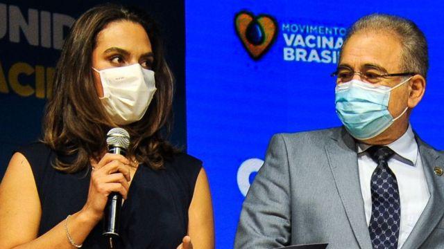 Luana Araújo ao lado do ministro Marcelo Queiroga, em evento de 12 de maio