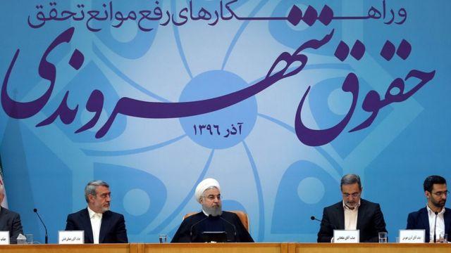 """حسن روحانی گفته """"ملت ما از انقلاب مشروطه به این سو گفت نمیخواهم رعیت باشم و یک آقایی هم آن بالا به نام شاه باشد"""""""