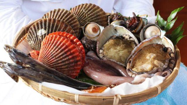 Frutos del mar en una cesta
