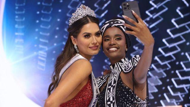 Miss Universe 2021 Andrea Mesa and Miss Universe 2019 Zozibini Tunzi as dem take selfie