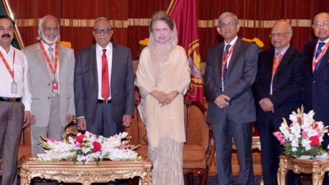 রাষ্ট্রপতি আবদুল হামিদের সাথে খালেদা জিয়া ও বিএনপির অন্যান্য নেতারা