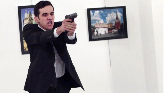 صورة القاتل مولود مرت ألتن تاش التي انتشرت بصورة واسعة حول العالم