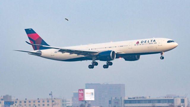 Avião da Delta pousando