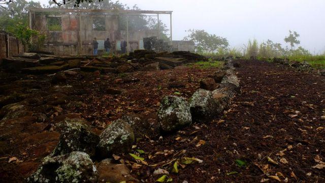 Algunos vestigios de lo que fue la hacienda de Cobos.