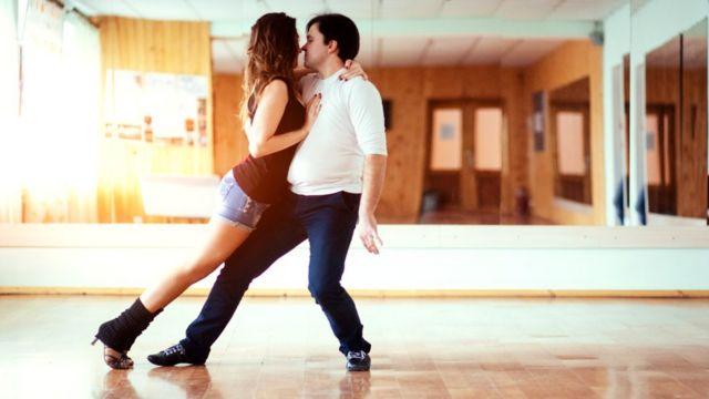 Танцующая пара