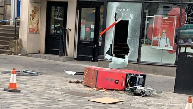 Cash machine raid at Edinburgh city centre bank