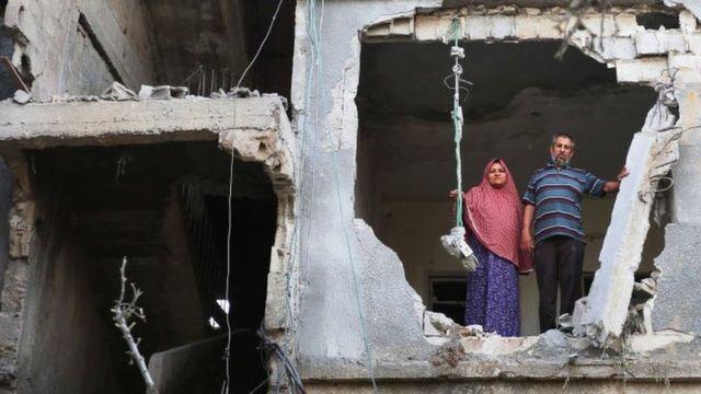 Imagem mostra uma casa danificada em Gaza