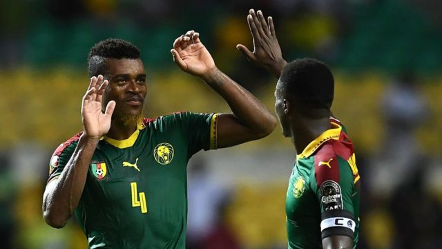 لاعبان في فريق الكاميرون