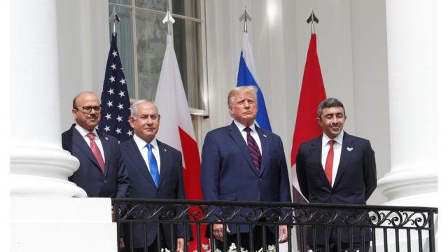 الرئيس الأمريكي ورئيس الوزراء الإسرائيلي ووزير الخارجية البحريني ووزير الخارجية الإماراتي