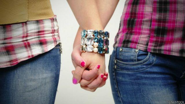 महिला समलैंगिक जोड़ा